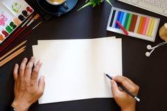Conceptueel beeld van lijst van de de werkplaats donkere oppervlakte van de Kunstenaars de grafische ontwerper Royalty-vrije Stock Afbeeldingen