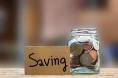 Conceptueel besparingsgeld voor de toekomst of de rente stock foto