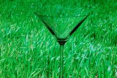 Conceptueel verlicht martini glas Stock Foto's