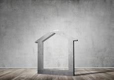 Conceptuele achtergrond van concreet huisteken in ruimte met houten vloer Royalty-vrije Stock Foto's