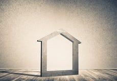 Conceptuele achtergrond van concreet huisteken in ruimte met w Stock Foto's