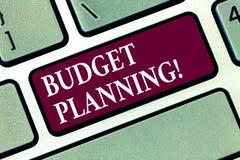 Conceptuele hand die tonend Begroting Planning schrijven Bedrijfsfototekst Financiële Planningsevaluatie van inkomens en stock foto's