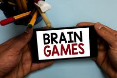 Conceptuele hand die tonend Brain Games schrijven Bedrijfsfoto die psychologische tactiek met oppon demonstreren te manipuleren o royalty-vrije stock foto