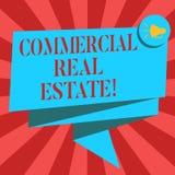 Conceptuele hand die tonend Commercieel Real Estate schrijven Bedrijfsfoto demonstratiebezit dat alleen voor zaken wordt gebruikt vector illustratie
