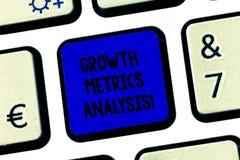 Conceptuele hand die tonend de Analyse van de Groeimetriek schrijven De bedrijfsfototekst die het bedrijf s evalueren is historis stock afbeelding
