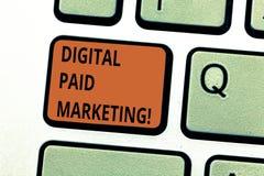 Conceptuele hand die tonend Digitale Betaalde Marketing schrijven Bedrijfsfototekst marketing inspanningen die betaald impliceren royalty-vrije stock afbeelding