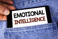 Conceptuele hand die tonend Emotionele Intelligentie schrijven De Capaciteit van de bedrijfsfototekst zich te controleren en bewu stock fotografie