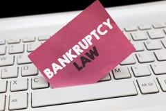 Conceptuele hand die tonend Faillissementsrecht schrijven Bedrijfsfoto demonstratie Ontworpen om crediteur te helpen in het krijg stock foto