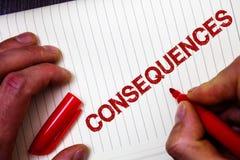 Conceptuele hand die tonend Gevolgen schrijven Van de het Resultatenoutput van het bedrijfsfoto demonstratieresultaat van de het  Royalty-vrije Stock Afbeelding