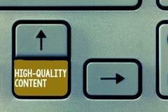 Conceptuele hand die tonend Hoogte - kwaliteitsinhoud schrijven De bedrijfsfoto demonstratiewebsite is het Nuttige Informatieve I royalty-vrije stock foto