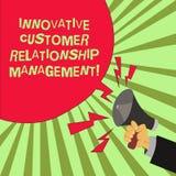 Conceptuele hand die tonend Innovatief Customer relationship management schrijven De Cliëntpositief van de bedrijfsfototekst vector illustratie