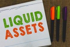 Conceptuele hand die tonend Liquide middelen schrijven Het Contante geld van de bedrijfsfototekst en van de Banksaldo'smarkt Vloe stock fotografie