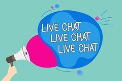 Conceptuele hand die tonend Live Chat Live Chat Live-Praatje schrijven Bedrijfsfoto demonstratie die met de verwanten van mensenv royalty-vrije stock afbeeldingen