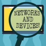 Conceptuele hand die tonend Netwerken en Apparaten schrijven Bedrijfsfoto demonstratie gebruikt om computers of elektronische and stock illustratie