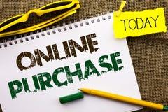 Conceptuele hand die tonend Online Aankoop schrijven De bedrijfsfoto demonstratie koopt dingen op het net gaat winkelend zonder h stock foto