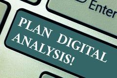 Conceptuele hand die tonend Plan Digitale Analyse schrijven Bedrijfsfoto demonstratieanalyse van kwalitatief en stock afbeelding