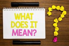 Conceptuele hand die tonend schrijven wat het Vraag betekent De bedrijfsfoto demonstratie geeft me de betekenis van iets Definiti stock afbeelding