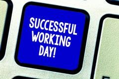 Conceptuele hand die tonend Succesvolle Werkdag schrijven Bedrijfsfoto die wanneer iemand iets bereikt demonstreren of stock foto