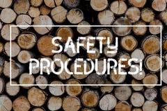 Conceptuele hand die tonend Veiligheidsprocedures schrijven De bedrijfsfototekst volgt regels en verordeningen voor werkplaats royalty-vrije stock afbeelding