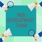 Conceptuele hand die tonend WebOntwikkelingsteam schrijven Bedrijfsfoto die een team van ontwikkelaars demonstreren die voor ijve vector illustratie