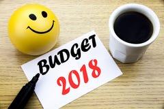 Conceptuele hand het schrijven tekst die Begroting 2018 tonen Bedrijfsconcept voor Huishouden die boekhouding in de begroting opn Stock Afbeeldingen