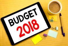 Conceptuele hand het schrijven teksttitel die Begroting 2018 tonen Bedrijfsconcept voor Huishouden die boekhouding geschreven pla Stock Afbeeldingen