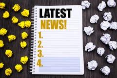 Conceptuele hand het schrijven teksttitel die Recentste Nieuws tonen Bedrijfsconcept voor Vers Huidig Nieuw die Verhaal op blocno stock fotografie