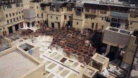Conceria di cuoio tradizionale in Fes, Marocco archivi video