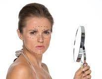 Concerned молодая женщина с метками пластической хирургии Стоковая Фотография