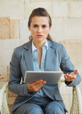 Concerned business woman working with tablet pc Royalty Free Stock Photography