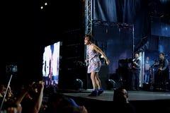 Concert de chanteur français populal Zaz sur le festival de Francofolies dans Blagoevgrad, Bulgarie 18 06 2016 Images libres de droits