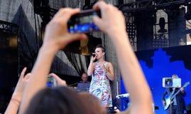 Concert de chanteur français populal Zaz sur le festival de Francofolies dans Blagoevgrad, Bulgarie 18 06 2016 Image libre de droits