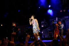 Concert de chanteur français populal Zaz sur le festival de Francofolies dans Blagoevgrad, Bulgarie 18 06 2016 Photographie stock
