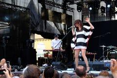 Concert de nouvelle française populal Vaguesinger de projet sur le festival de Francofolies dans Blagoevgrad, Bulgarie 18 06 2016 Image libre de droits