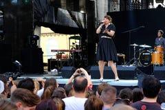 Concert de nouvelle française populal Vaguesinger de projet sur le festival de Francofolies dans Blagoevgrad, Bulgarie 18 06 2016 Images stock