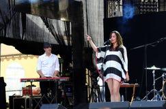 Concert de nouvelle française populal Vaguesinger de projet sur le festival de Francofolies dans Blagoevgrad, Bulgarie 18 06 2016 Photographie stock
