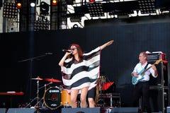 Concert de nouvelle française populal Vaguesinger de projet sur le festival de Francofolies dans Blagoevgrad, Bulgarie 18 06 2016 Photographie stock libre de droits