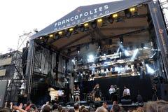 Concert de nouvelle française populal Vaguesinger de projet sur le festival de Francofolies dans Blagoevgrad, Bulgarie 18 06 2016 Image stock