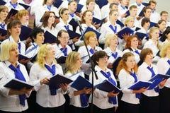 Concert de nuit de grand choeur scolaire Images stock
