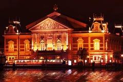Concertgebouw por noche en Países Bajos de Amsterdam Foto de archivo libre de regalías