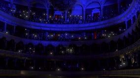 Concerto da orquestra na fase do teatro da ópera video estoque