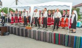Concerto de artistas do ` s dos povos nos jogos de Nestinar na vila dos búlgaros, Bulgária Fotografia de Stock