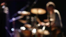 Concerto de rocha: movings rápidos do baterista, unfocused filme