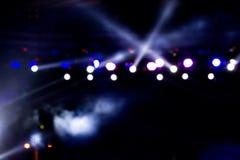 Concerto Defocused di spettacolo che si accende in scena, bokeh Immagini Stock Libere da Diritti