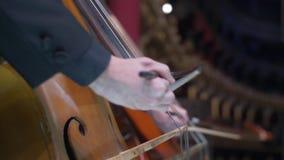 Concerto dell'orchestra sulla fase del teatro dell'opera stock footage