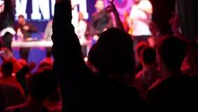 Concerto della folla del partito della gente archivi video