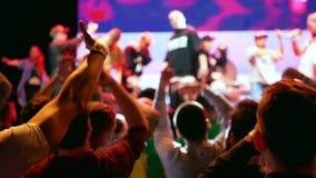 Concerto della folla del partito della gente video d archivio