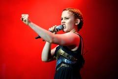 Concerto inglese del cantante e del cantautore di Katy B al festival FIB Fotografia Stock
