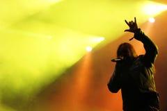 Concerto maschio del metallo pesante della siluetta del cantante Fotografia Stock Libera da Diritti