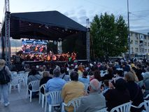 Concerto vivo da ópera, Pitesti do centro, Romênia - em maio de 2018 imagens de stock royalty free